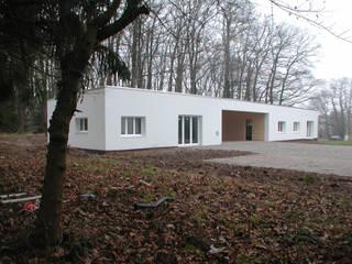 Casas de estilo moderno de [GAA] GUENIN Atelier d'Architectures SA Moderno