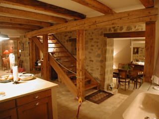 Pasillos, vestíbulos y escaleras de estilo rústico de [GAA] GUENIN Atelier d'Architectures SA Rústico