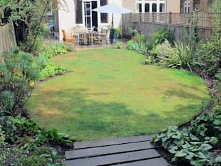 Garden with Oval Lawns Fenton Roberts Garden Design حديقة