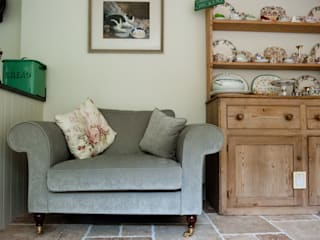 Welcoming Family Home: country Living room by Simone Barker Interiors