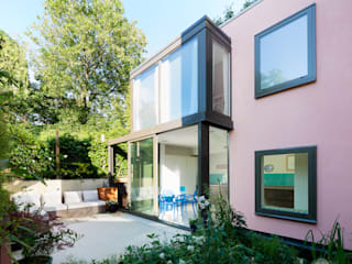 Green Retrofit, Lambourn Road モダンな 家 の Granit Architects モダン