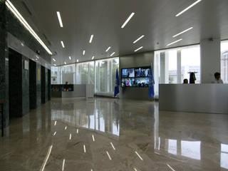 Edificios de oficinas de estilo moderno de [GAA] GUENIN Atelier d'Architectures SA Moderno