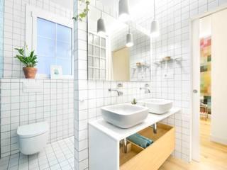 Scandinavian style bathroom by Egue y Seta Scandinavian