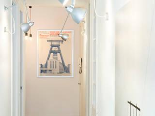 Couloir et hall d'entrée de style  par Egue y Seta, Scandinave