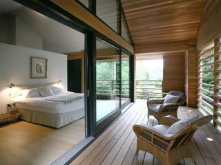 Cedarwood Dormitorios de estilo ecléctico de Nicolas Tye Architects Ecléctico