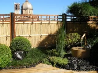 Palizzate in bamboo: Terrazza in stile  di Midori srl