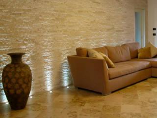 soggiorno: Soggiorno in stile in stile Mediterraneo di Stefano Chiocchini architetto & designer