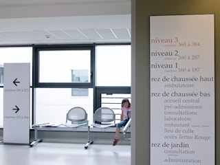 Clínicas modernas por Atelier TO-AU Moderno