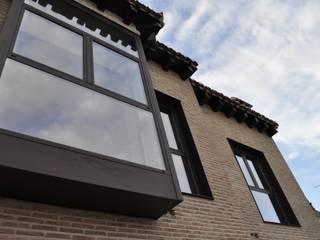 Fachada de bloque de viviendas: Casas de estilo  de ARQit estudio