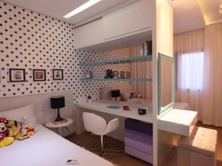 Moderne Schlafzimmer von Studio Fabrício Roncca Modern