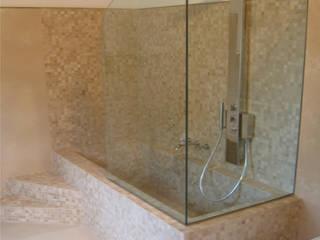 bagno ospiti: Bagno in stile in stile Mediterraneo di Stefano Chiocchini architetto & designer
