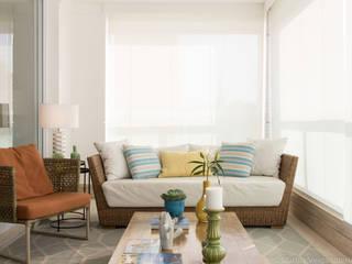 Balcone, Veranda & Terrazza in stile moderno di Marilia Veiga Interiores Moderno