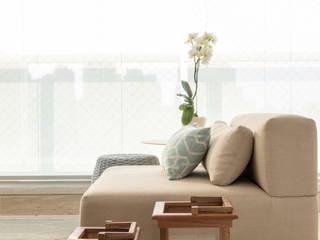 Modern balcony, veranda & terrace by Marilia Veiga Interiores Modern