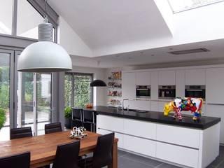 EIKplan architecten BNA Cocinas de estilo moderno