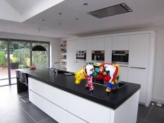 Cocinas de estilo moderno por EIKplan architecten BNA