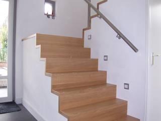 EIKplan architecten BNA Pasillos, vestíbulos y escaleras de estilo moderno