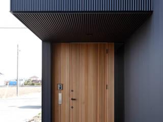 黒一 ラスティックな 窓&ドア の 道家洋建築設計事務所 ラスティック