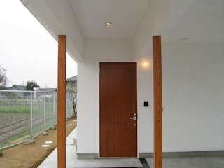 Modern windows & doors by あお建築設計 Modern
