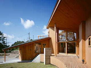 Villa Boomerang 森吉直剛アトリエ/MORIYOSHI NAOTAKE ATELIER ARCHITECTS Balcones y terrazas de estilo moderno