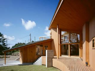 Villa Boomerang Balcone, Veranda & Terrazza in stile moderno di 森吉直剛アトリエ/MORIYOSHI NAOTAKE ATELIER ARCHITECTS Moderno