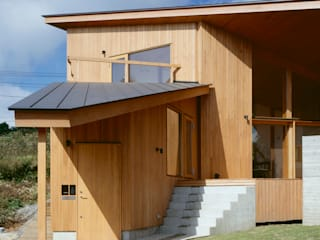 Villa Boomerang Case moderne di 森吉直剛アトリエ/MORIYOSHI NAOTAKE ATELIER ARCHITECTS Moderno