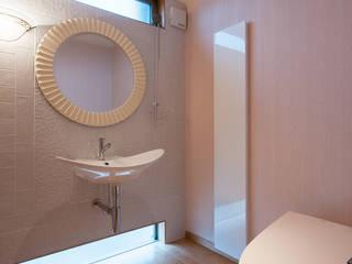 ひろびろトイレ。 モダンスタイルの お風呂 の アグラ設計室一級建築士事務所 agra design room モダン