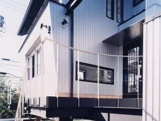 雨宿りの家 モダンな 家 の 山田高志建築設計事務所 モダン