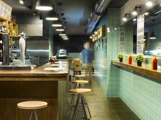 Frankfurt Station. Local de comida rápida (Barcelona): Locales gastronómicos de estilo  de Egue y Seta