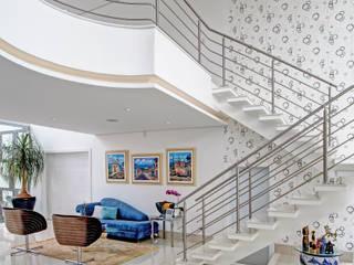 RESIDÊNCIA GF Salas de estar modernas por Le Araujo Arquitetura Moderno
