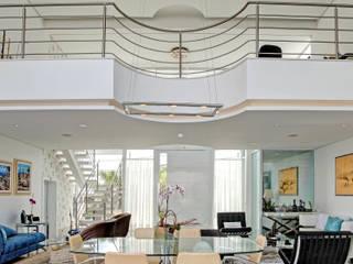 RESIDÊNCIA GF: Salas de jantar  por Le Araujo Arquitetura,