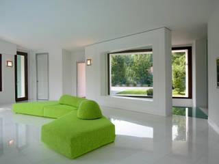 Casa C: Soggiorno in stile  di Damilano Studio, Moderno