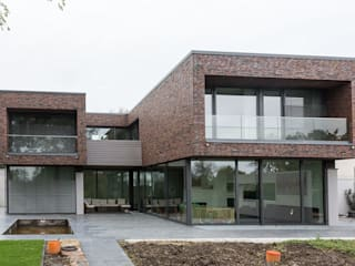 Nowoczesne domy od Kunstwerkstätten Malerbetrieb Kelleter GmbH Nowoczesny