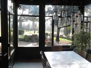 Balcones y terrazas de estilo rural de homify Rural