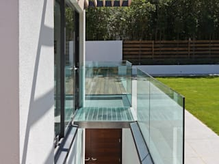 Greystones Modern style balcony, porch & terrace by Nicolas Tye Architects Modern