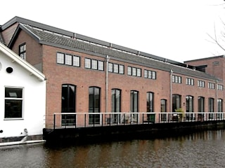 Loft in oude textielfabriek:  Huizen door Archivice Architektenburo