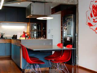 Modern kitchen by Mínima arquitetura e urbanismo Modern