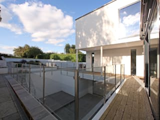 Radlett house Modern balcony, veranda & terrace by Tye Architects Modern