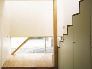 white snake ミニマルスタイルの 玄関&廊下&階段 の 瀧浩明建築計画事務所/studio blank ミニマル