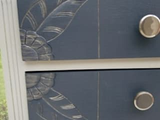 Commode vintage art déco patinée bleu dénim par Meuble et Patine Création Éclectique