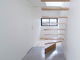 Park House Pasillos, vestíbulos y escaleras eclécticos de another APARTMENT LTD. / アナザーアパートメント Ecléctico