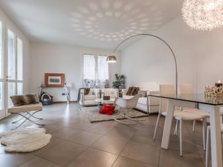 Il soggiorno:  in stile  di FOSCA de LUCA Home Stager & Redesigner