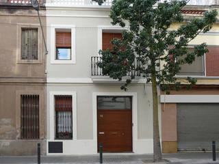 Reforma de vivienda entre medianeras, L'Hospitalet de Llobregat Casas de estilo moderno de pep sala + rosa-mari portella arquitectura Moderno