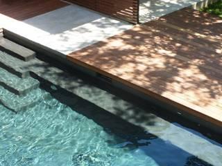 Pool im Zentrum der Aussengestaltung Moderne Pools von Ecologic City Garden - Paul Marie Creation Modern