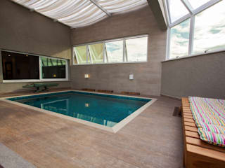 Balcones y terrazas minimalistas de Luine Ardigó Arquitetura Minimalista