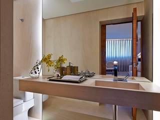 Nowoczesna łazienka od Alessandra Contigli Arquitetura e Interiores Nowoczesny