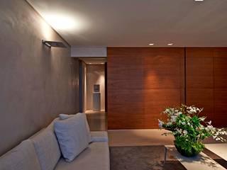 Nowoczesny salon od Alessandra Contigli Arquitetura e Interiores Nowoczesny