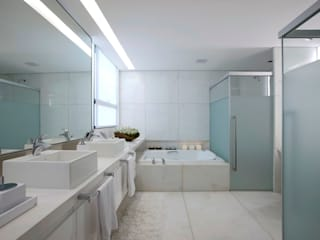 Modern bathroom by Alessandra Contigli Arquitetura e Interiores Modern