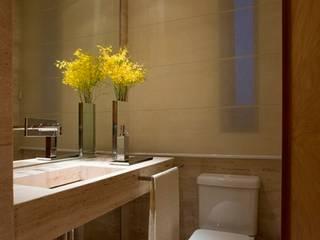 Residência T&L: Banheiros  por Alessandra Contigli Arquitetura e Interiores,