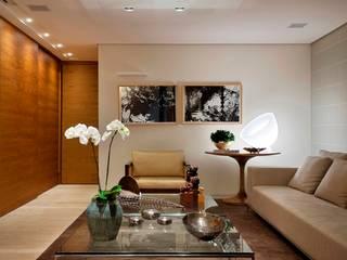 Residência T&L: Salas de estar  por Alessandra Contigli Arquitetura e Interiores,