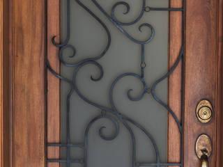 La puerta Puertas y ventanas clásicas de Mikkael Kreis Architects Clásico